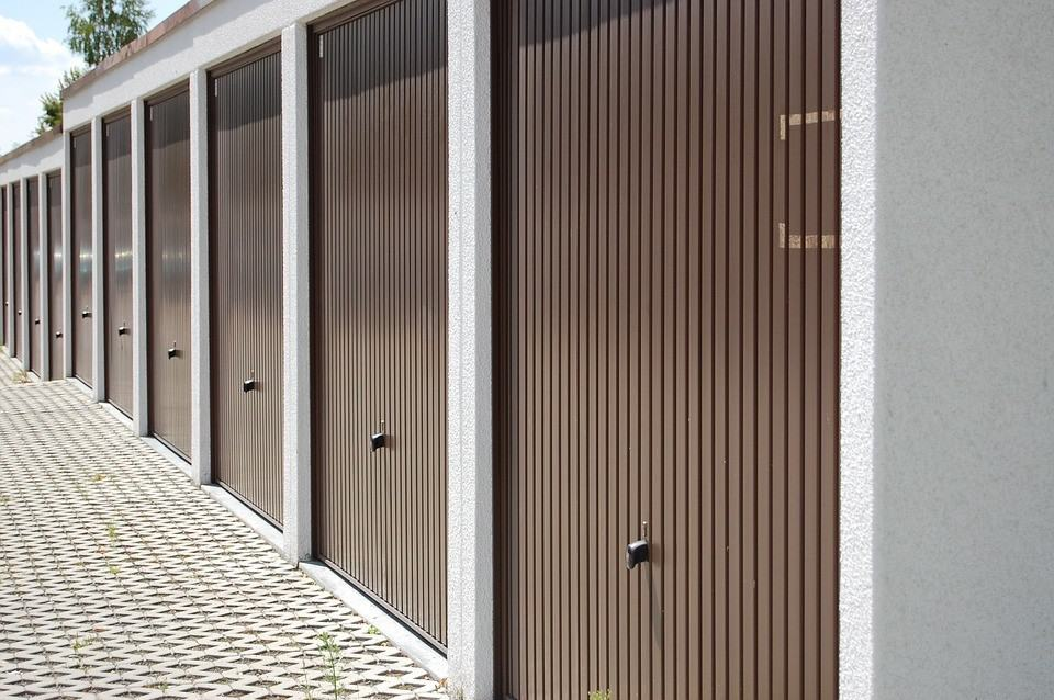 4 Tips for Maintaining Your Garage Door